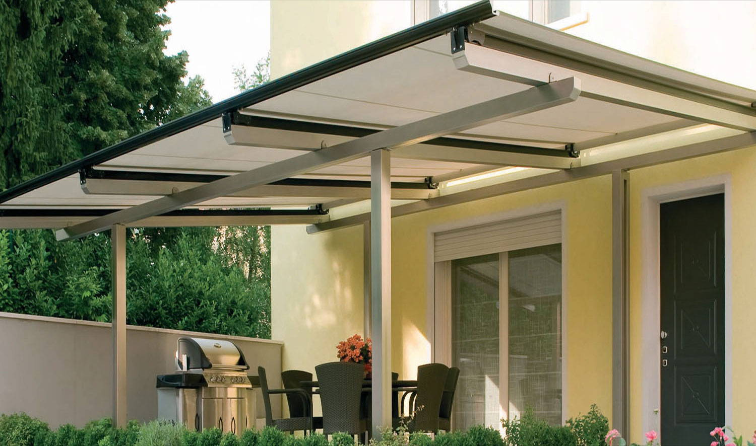 Solaria · Wall Connected Or Retractable Horizontal Shades